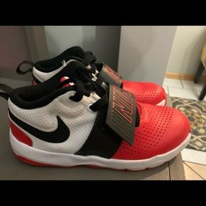 Boys Nike Hustle Tennis Shoes